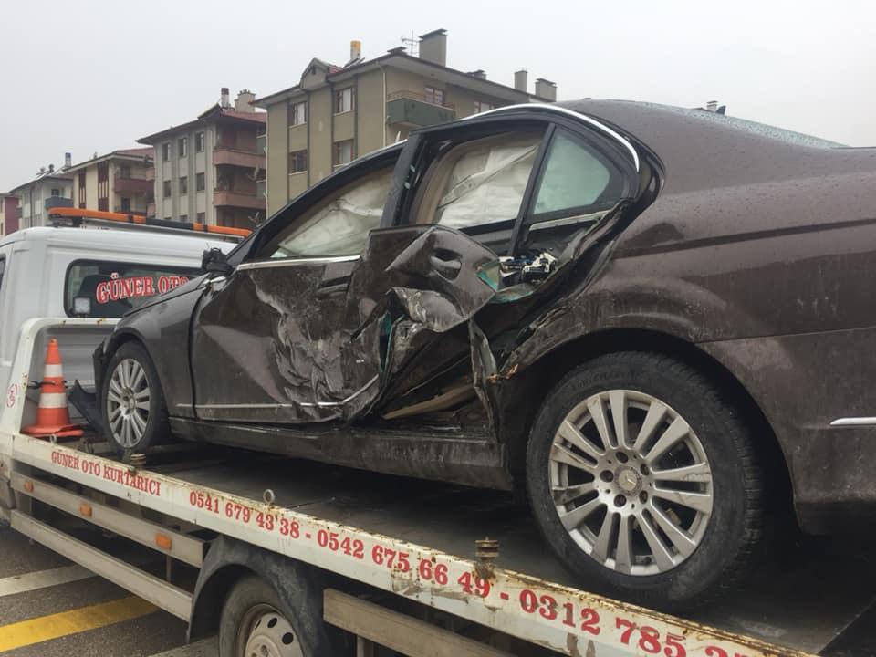 Nallıhan'da Trafik Kazası! Tır Otomobile Çaptı!