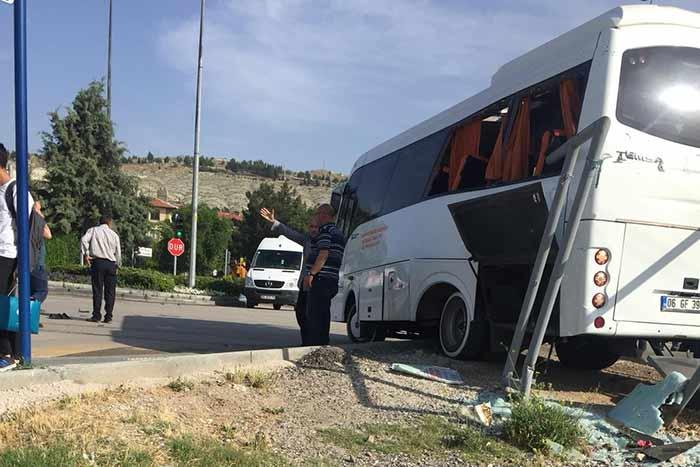 Beypazarı'nda Tır Otobüse Çarptı! Ölü ve Yaralılar Var