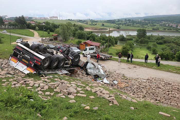 Bolu'da Feci Kaza! TIR 50 Metreden Uçtu! Mucize Kurtuluş