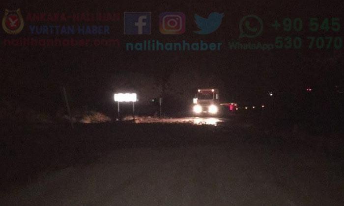 Nallıhan'da yağmur ve dolu yolları kapattı