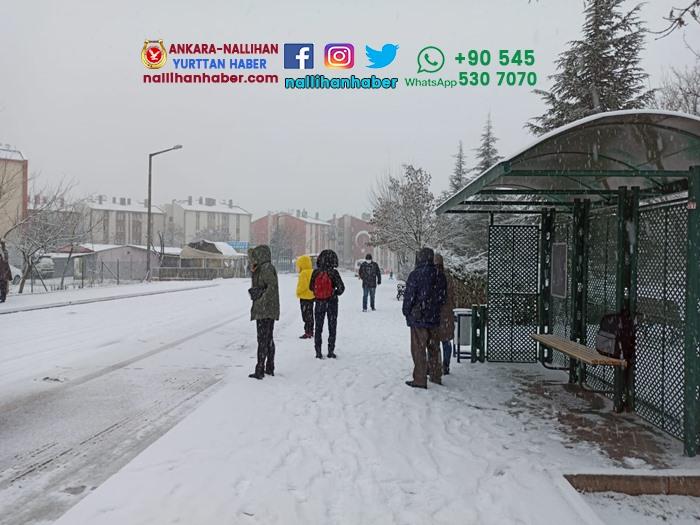 Eskişehir'de kar yolda bıraktı