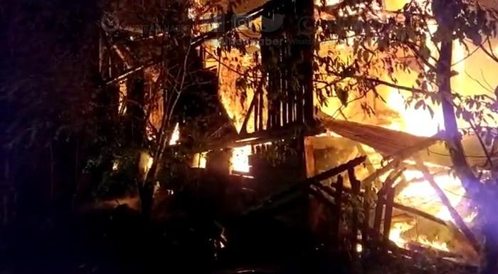 Mudurnu'da yangın! Evler yandı!