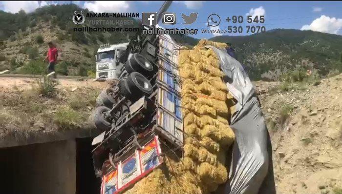Nallıhan'da kamyon dereye uçtu!