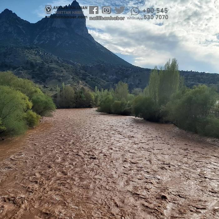 Sakarya nehri kızıla büründü